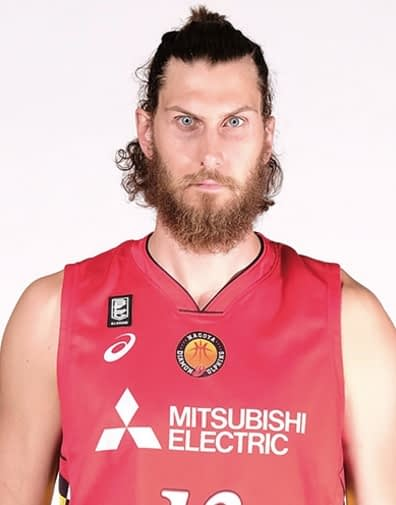 Former ASU center Jordan Bachynski will play for Arizona great Reggie Geary in Japan this season