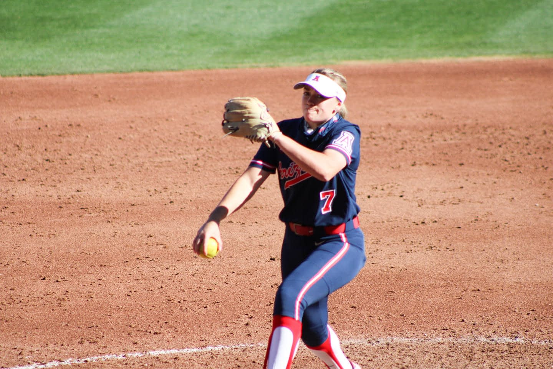 Hanah-Bowen-pitching